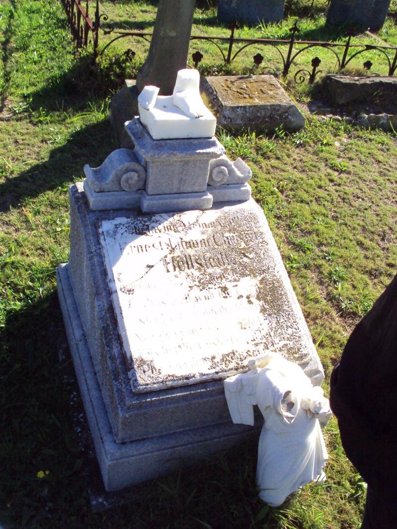 broken angel statue, grave, cemetery